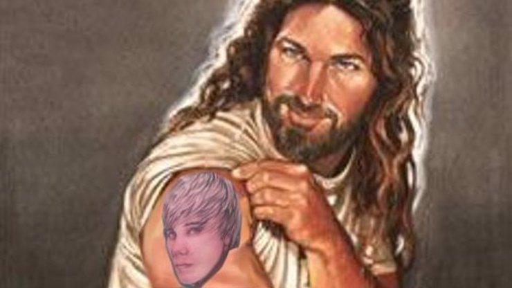 Justin Bieber začal věřit v Boha! Je to ta nejvíc cool věc!, tvrdí na Instagramu. Proč to dělá?