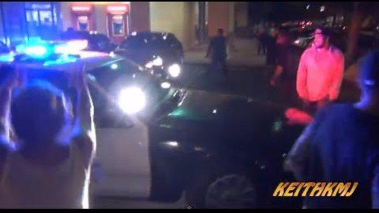Jako scéna z Rychle a zběsile! Pouliční závodník v mustangu uniká před policií! Neuvěříte, co udělají diváci!
