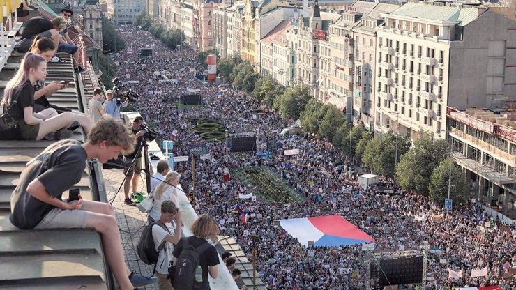 Milion chvilek chystá žalobu: Nelíbí se jim omezení počtu účastníků na protestech