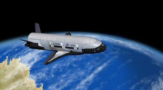 Raketoplán X-37B už je v kosmu 677 dní. Je supertajný, takže nikdo neví, co tam vlastně dělá!