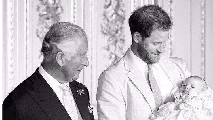 Dojemný vzkaz od vnoučka: Archie popřál princi Charlesovi k narozeninám