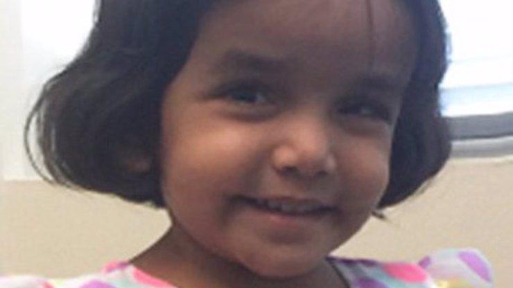 Ve tři ráno poslal otec svou malou dceru za trest ven. Dívku našli mrtvou