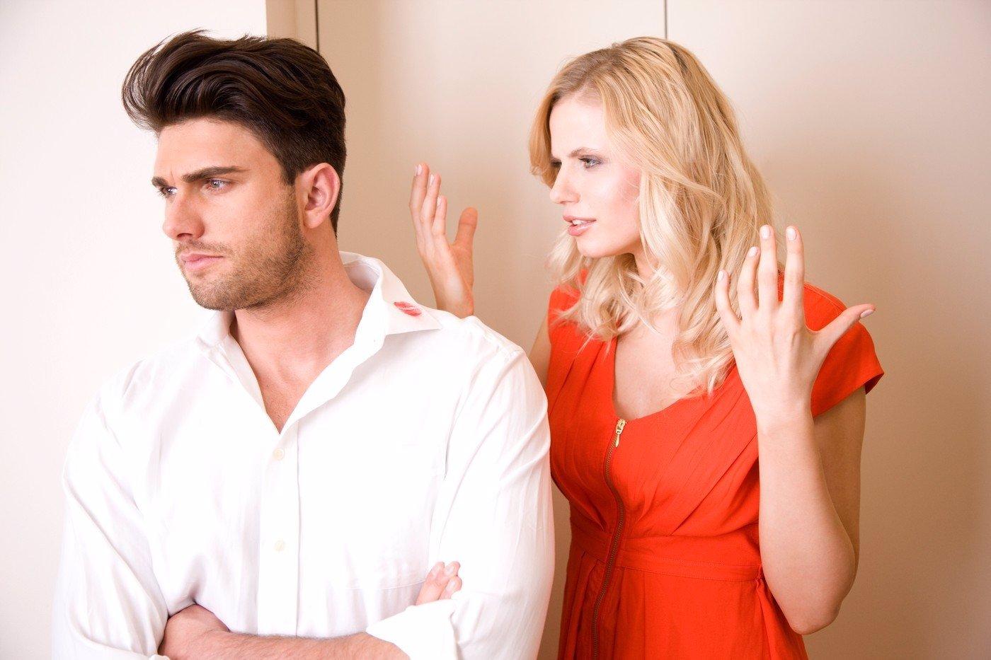 5 triků, jak donutit vyhlédnutého fešáka, aby kopl svou holku do zadku!