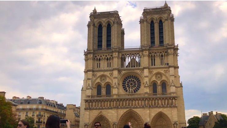 Celý svět se spojil: Kolik se už vybralo na opravu katedrály Notre-Dame?
