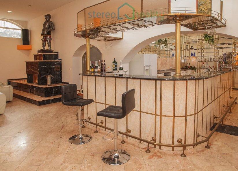 Nejbizarnější domy k prodeji, které reality nabízejí: Zlaté hraběcí panství se zbrojnošem