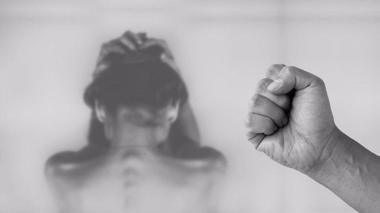 Zrůdný otec z Plzeňska: Znásilňoval své retardované dcery. Nebránily se, hájil se