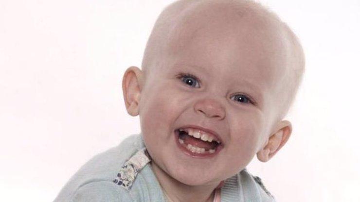 Rok a půl stará holčička se oběsila při hraní, zabila ji zdánlivě nevinná věc