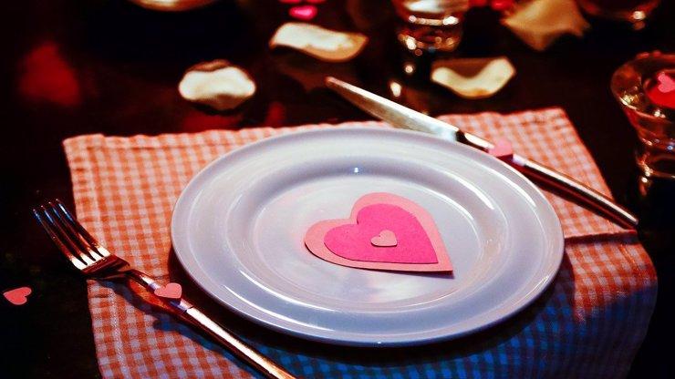 Dopřejte si se svou láskou valentýnské menu, u kterého se pobavíte, a ještě si pochutnáte