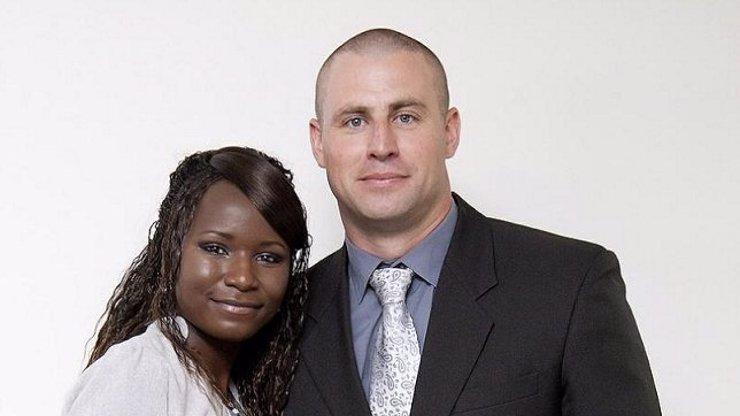 Koronavirus rozdělil rodinu na Šumavě: Mirek zůstane na dcerky sám, žena musí do první linie v Anglii