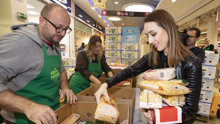 Češi v sobotu darovali potřebným více než 380 tun potravin