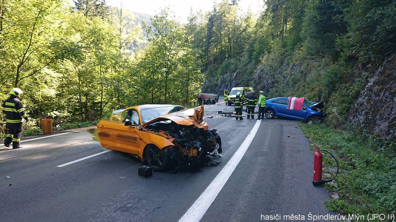 Usmrcení řidiče! Policie už ví, kdo může za nehodu Fordu Mustang u Špindlu