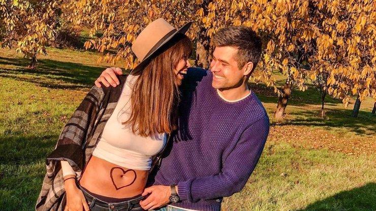 Česká Miss Earth Monika Leová je těhotná! Mezi gratulanty nechyběly ani Arichteva a Švantnerová