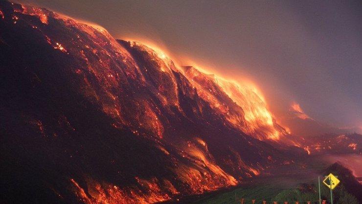 Ohnivé peklo: 8 fascinujících i děsivých fotografií požáru uhelného dolu