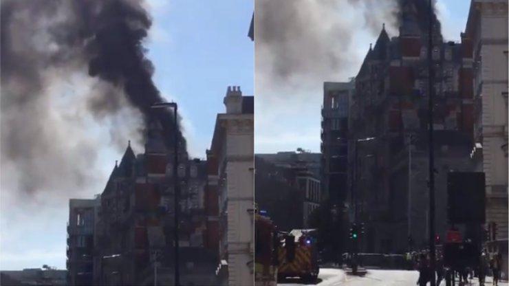 Luxusní hotel v Londýně byl v plamenech. Zneškodnit se ho snažilo na 120 hasičů