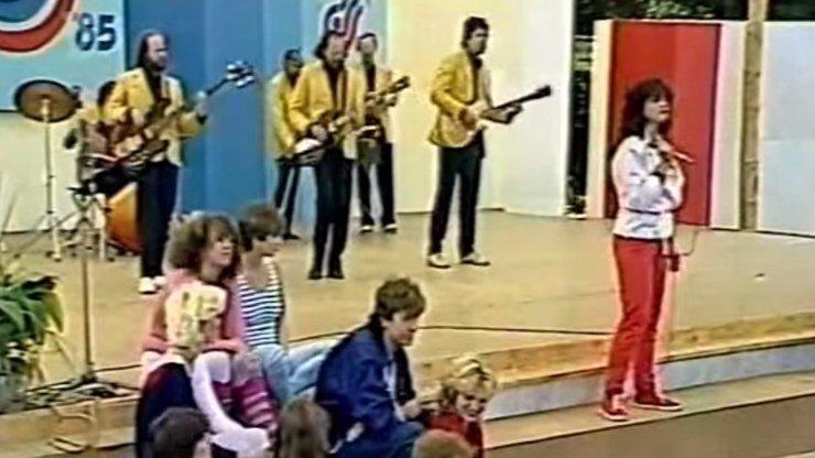 Video, které srdíčkoví lidičkové nechtějí vidět: Před třiceti lety proběhla poslední spartakiáda a Lucie Bílá byla u toho!