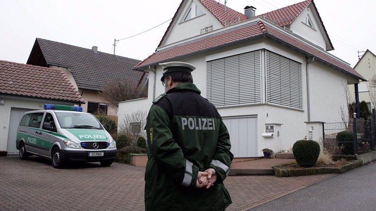 Otřesný případ z Německa: Otčím utýral dvouletého Tima, podle pitvy došlo i na zneužívání