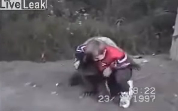 VIDEO: V Rusku mají bojovníci jinou výchovu! Tenhle děsivý přízrak se pere s medvědy už od dětství!