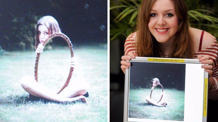Studentka fotografie dokáže neuvěřitelné triky se zrcadlem. Na některých snímcích jí chybí kus těla!