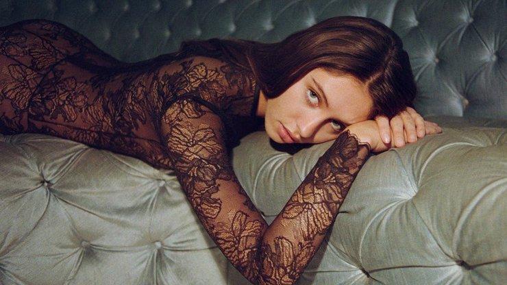 Herec Jude Law zplodil bohyni: Rozkošná dcera Iris nafotila lechtivé fotografie