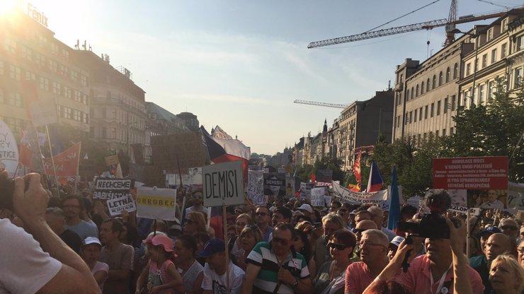 Protesty proti Babišovi: V listopadu se na obrovské demonstraci objeví Trojan a Němcová