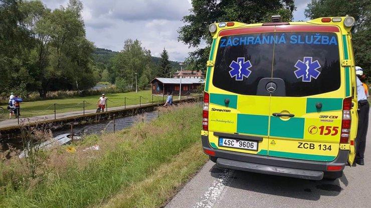 Smrtelná nehoda na Kutnohorsku: Zemřeli tři lidé, dítě se vážně zranilo