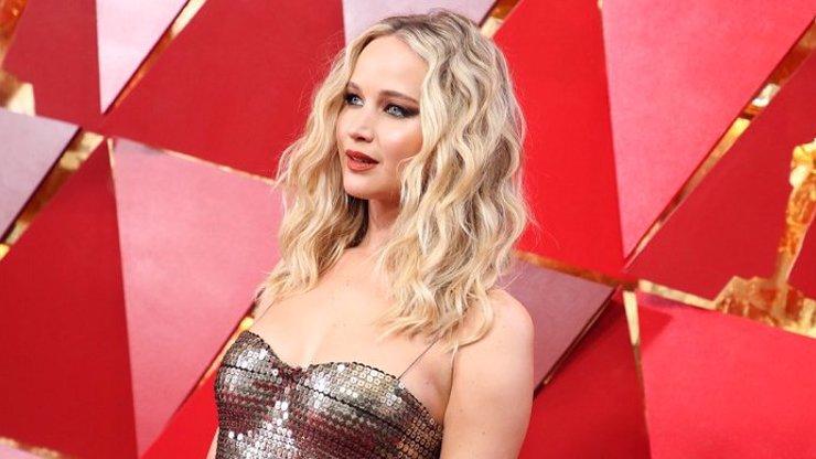 Krásná a nahá Jennifer Lawrence: Ve filmech cudná dívka, v reálu divoká samice