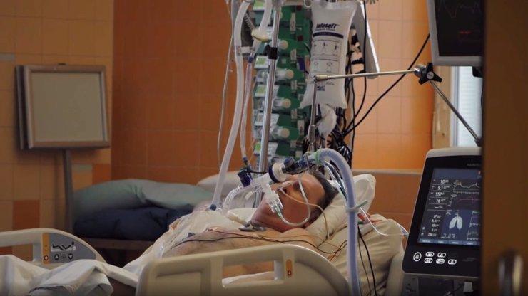 Mrazivé svědectví muže, který přežil koronavirus: Tři týdny jsem byl v kómatu, nefunguje mi jedna plíce