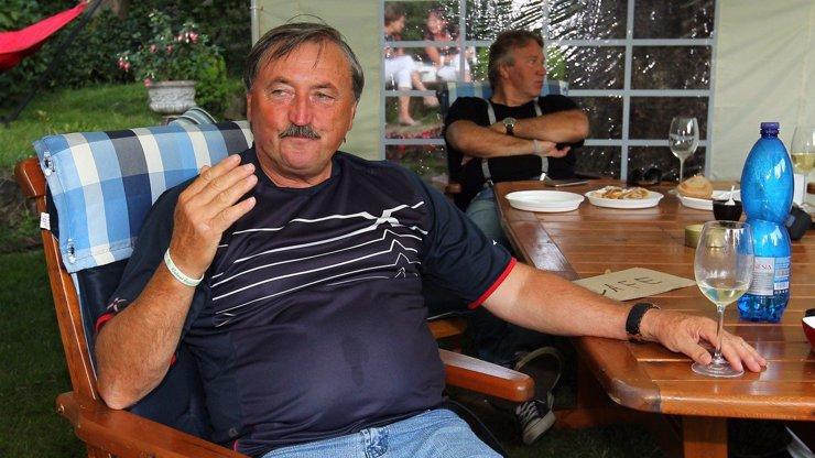 Fotbalová legenda Antonín Panenka bojuje o život na JIPce
