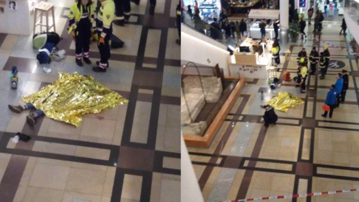 Sebevražda, nebo nešťastná náhoda? Muž v Palladiu letěl 40 metrů vstříc smrti