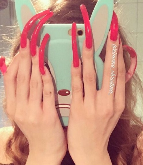 Kráska si tři roky nestříhala nehty. Její ruce a nohy NECHCETE VIDĚT!