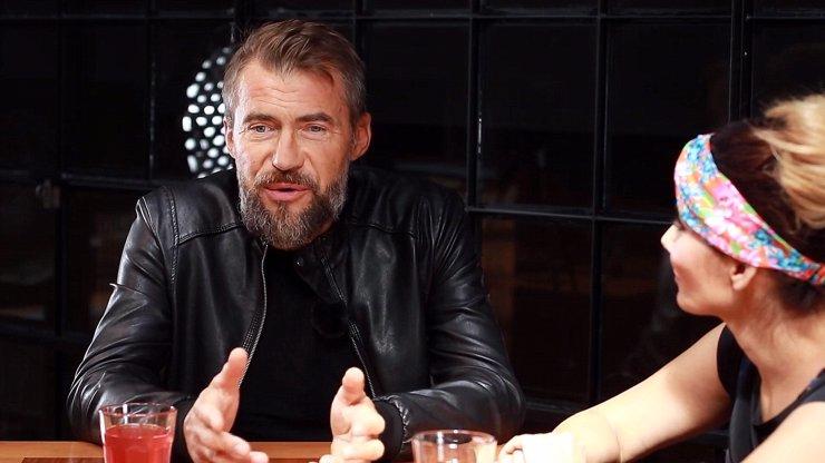 Extra Host Bořek Slezáček o závislosti na alkoholu: Blízkým moje stavy ničily život