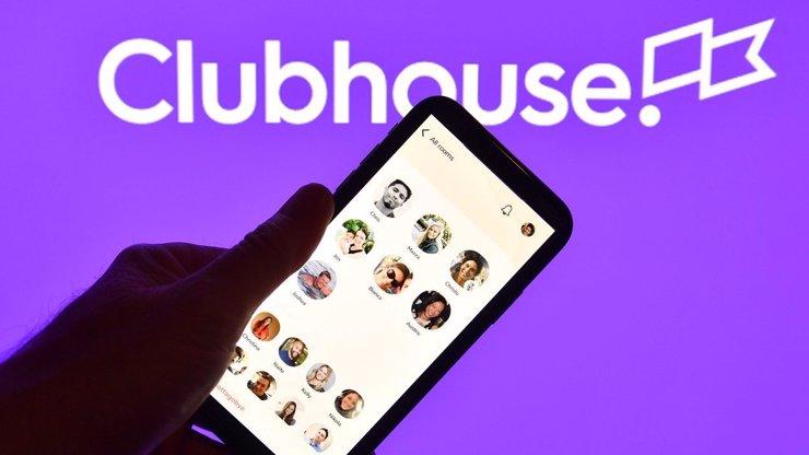 Totální hit: Nová sociální síť Clubhouse je jen pro zvané, se zvukem láme rekordy