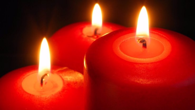 Věštění z plamenů svíček: Objevte jednoduchý způsob, jak se dá předpovídat budoucnost!