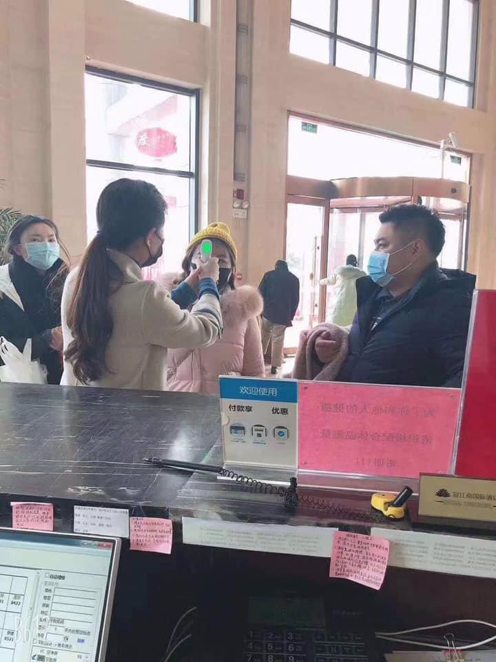 Počet nemocných koronavirem prudce stoupá. Lékaři evidují jen v Číně 1372 nakažených