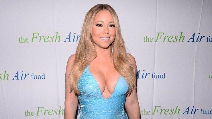 Konečně se ukázalo, že Mariah Carey neumí zpívat! Během koncertu vydávala zvuky jak Anička Dajdou