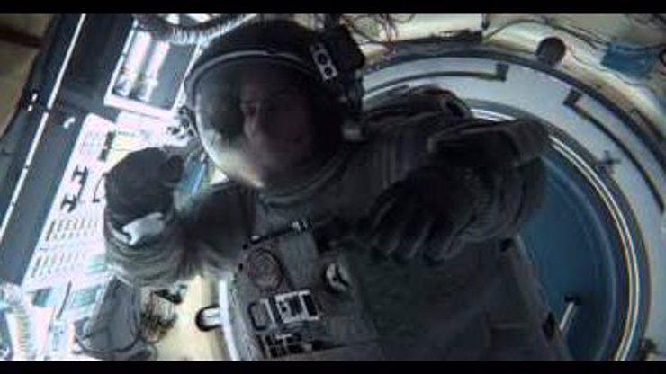 Tohle je verze filmu Gravitace, kterou jste tedy v kině neviděli. Neuvěříte vlastním očím!