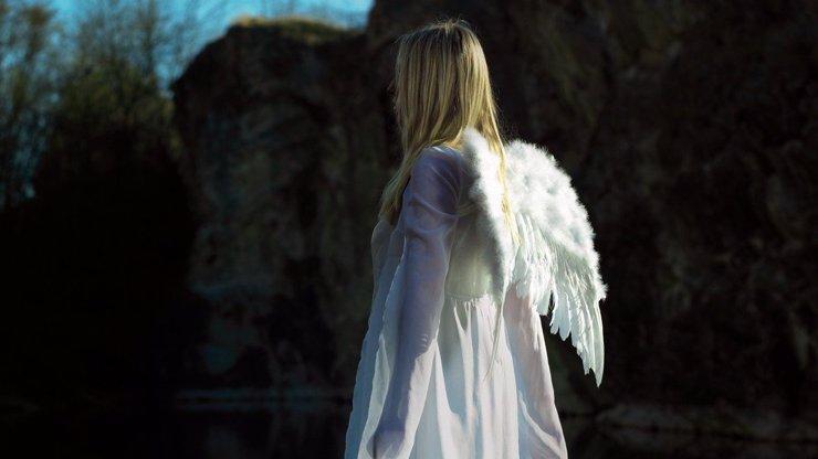 Andělské bytosti kolem nás: Jak rozpoznat vtěleného anděla? A co když jste to právě vy!