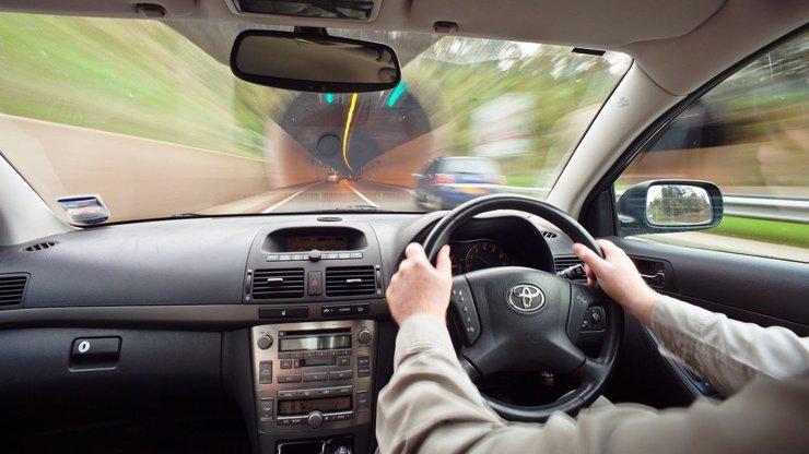 Bič na řidiče: Za rychlost rok bez papírů! Tresty za dopravní přestupky přitvrdí