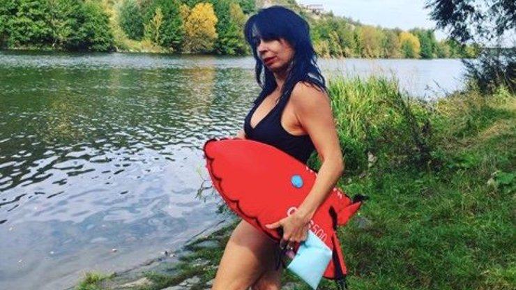 Nela Boudová se vrhla na otužování ve Vltavě: Hraju si na Pamelu, přiznala