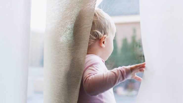 Tragédie na Vyškovsku: Z okna vypadlo dítě. Na místo musel přiletět vrtulník