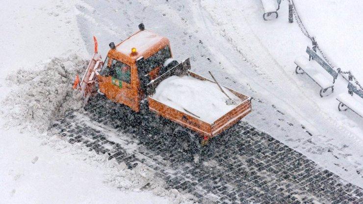 KALAMITA V ČESKU! Závěje, jazyky a sníh komplikují dopravu na Moravě a ve Slezsku!