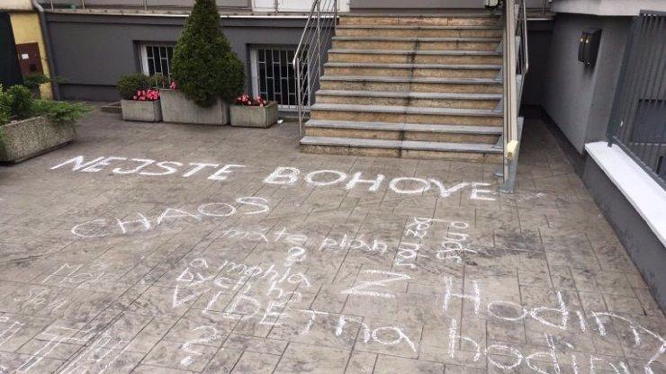 Vzpoura v Moravskoslezském kraji: Lidem se nelíbí náhlá nařízení hygieny, chystají protesty