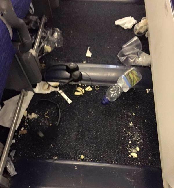 Chcete vědět, v čem skutečně létáte? Letušky zveřejnily děsivé fotografie, ze kterých vám bude zle!