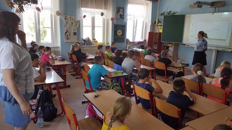 Premiant třídy pobodal svou učitelku: Neunesl, že mu dala trojku z písemky