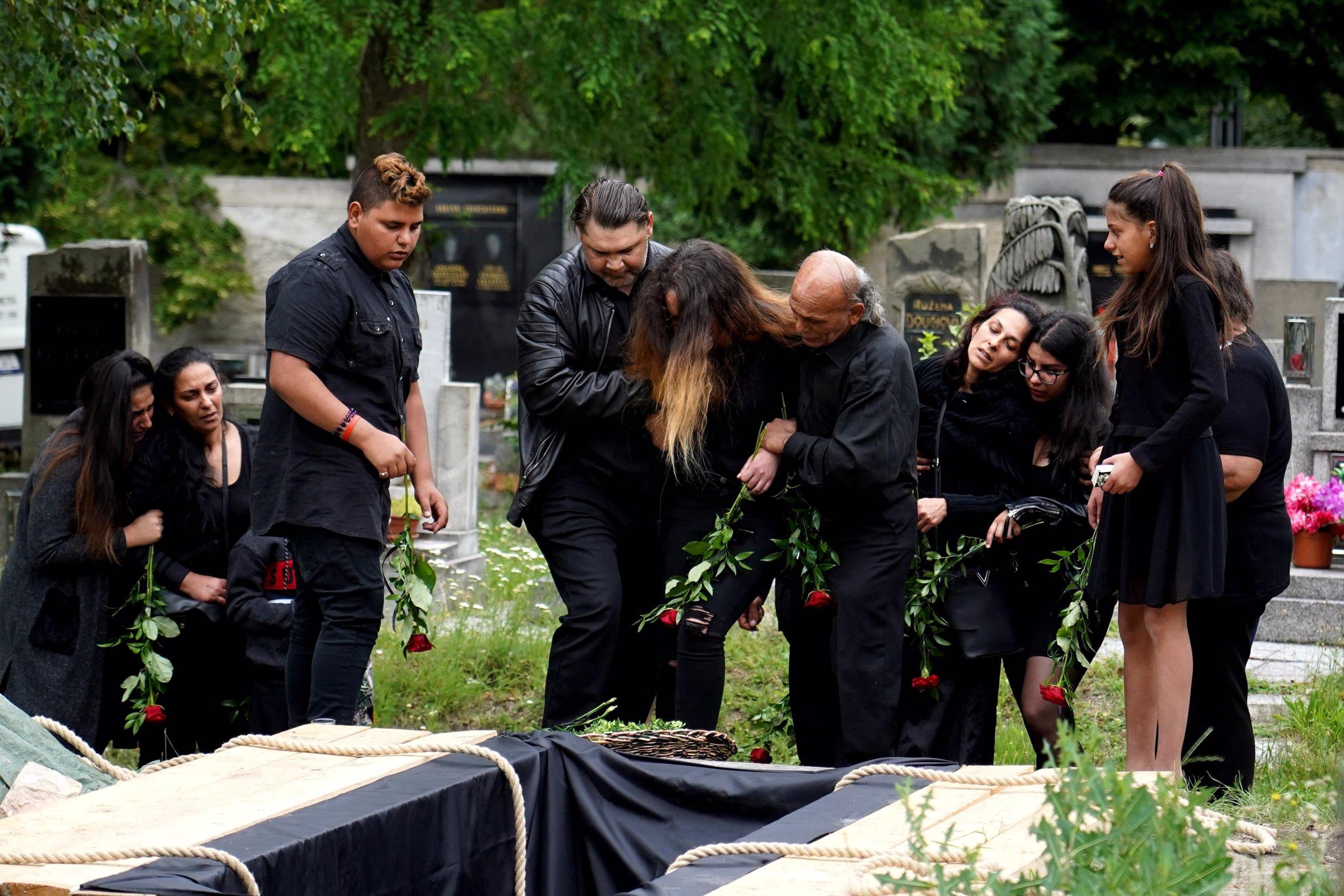 Pohřeb vraha utýraného Marečka: Matka Josefa Kuči se zhroutila nad bílou rakví