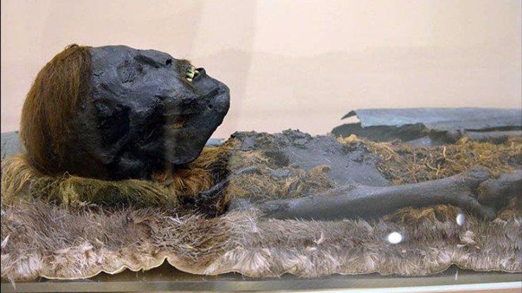 Na Sibiři objevili mumii chlapečka. Teď se hledají jeho příbuzní