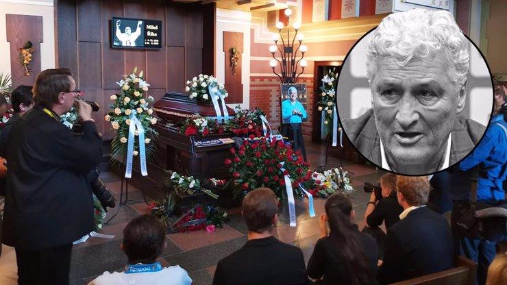Poslední rozloučení s trenérem Milošem Říhou (†61): Síň praskala ve švech, fanoušci potichu plakali