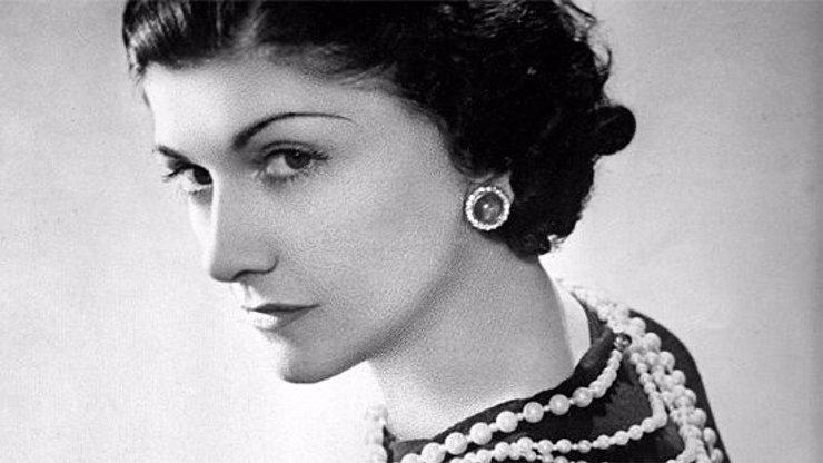 50 let od úmrtí Coco Chanel: Módní ikonu v kostýmku dohnaly románky do exilu