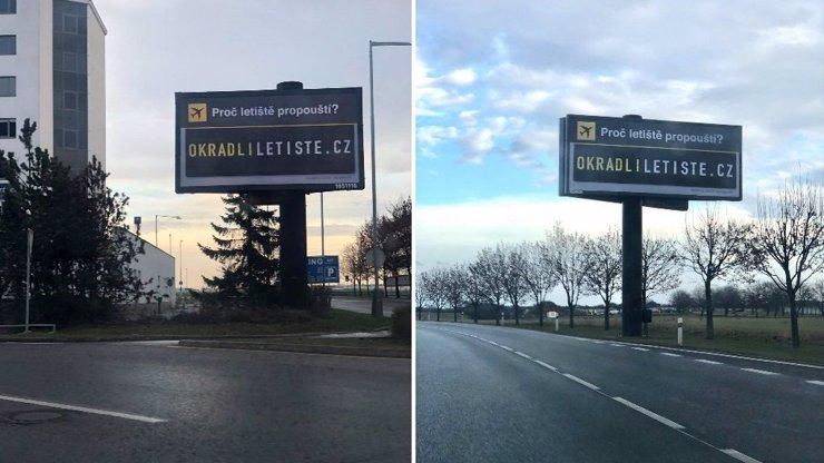 Neznámý autor rozmístil kolem letiště billboardy, které viní vedení z okrádání