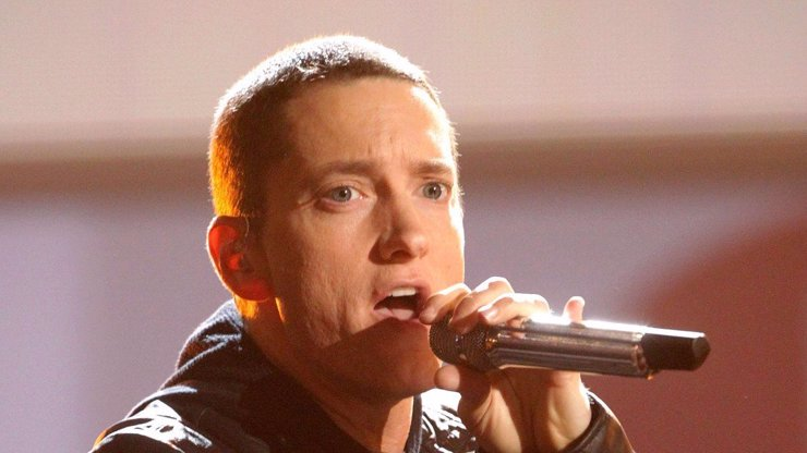Eminem terčem kritiky: Žertování o bombardování se nevyplatilo